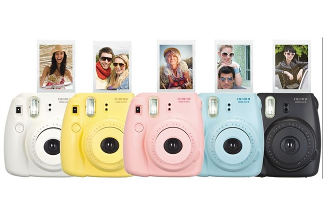 fujifilm instax mini 8 appareil photo instantan color. Black Bedroom Furniture Sets. Home Design Ideas